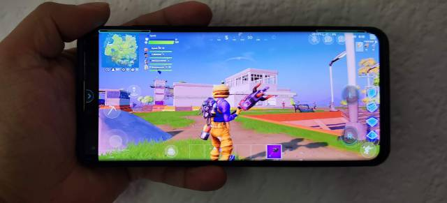 Motorola Edge Plus, a review of a smartphone designed for gamers